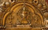 Götter, wohin wir schauen, hinduistische genau so wie buddhistische. Man weiß ja nie ...