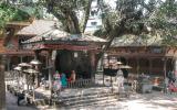 Jedes kleine Viertel hat in Bhaktapur seinen eigenen mehr oder weniger großen Tempelbezirk.