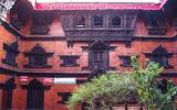 Kumari-Bahal, der Tempel und Wohnort der lebenden Göttin Kumari in Gestalt einer Neunjährigen. Sie zeigte sich sogar für ein paar Augenblicke an ihrem Fenster.
