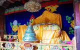 Der verhängte Sitz des Dalai Lama.