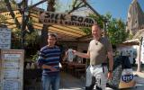 Wer ein Silkroad-Cafe betreibt, muß auch eine echte Silkroad-Krawatte aus Krefeld haben.