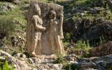 Hethitisches Relief am Berg Nemrut zeigt Antiochus I. und Herakles.